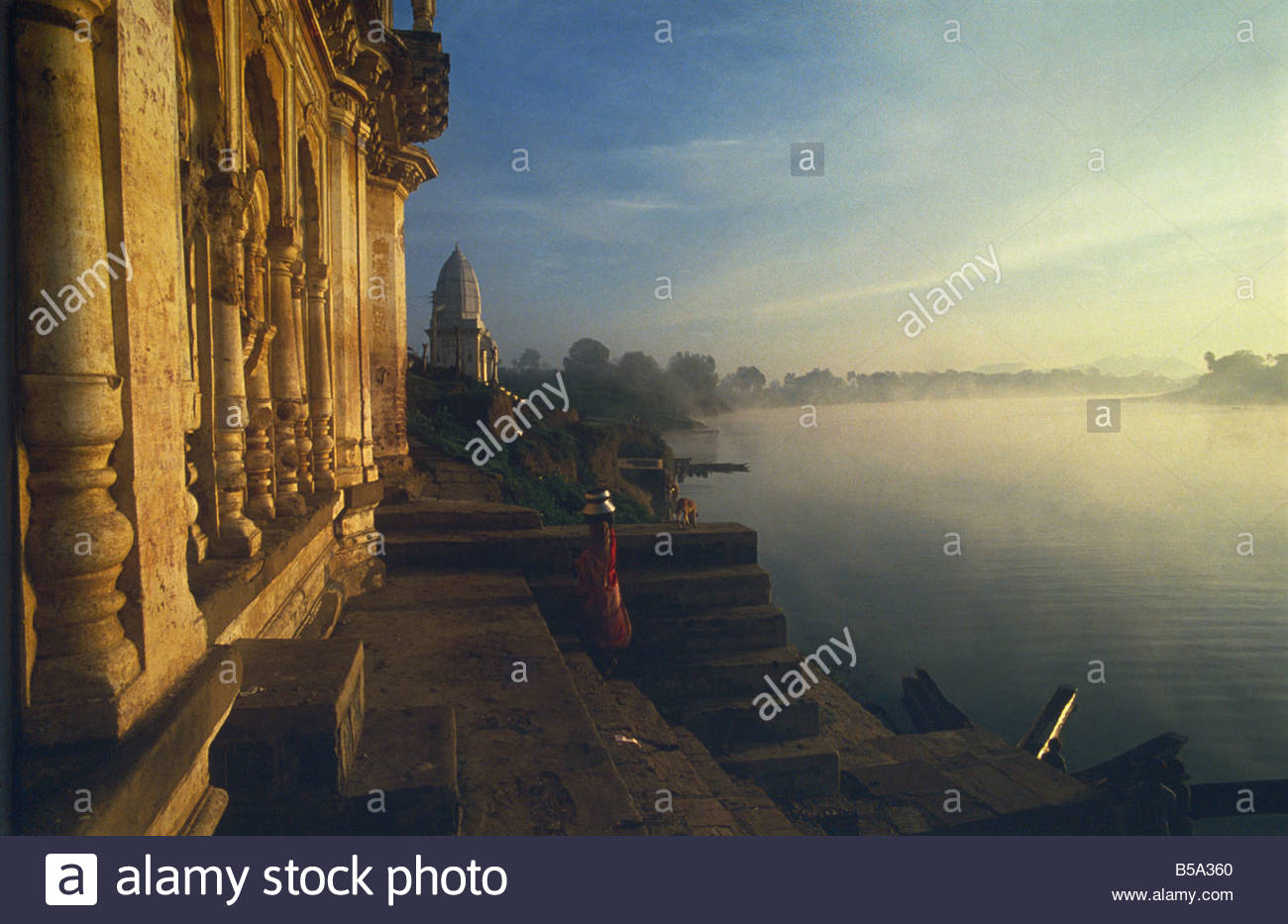 Misty dawn on Narmada River, bathing ghats at Mandla, Madhya Pradesh state, India - Stock Image