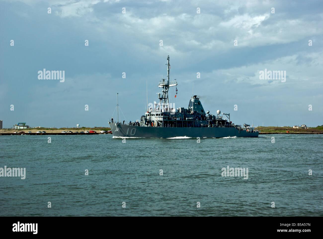 U S Navy naval war ship sailing into Gulf of Mexico from Port Aransas through Aransas Pass - Stock Image