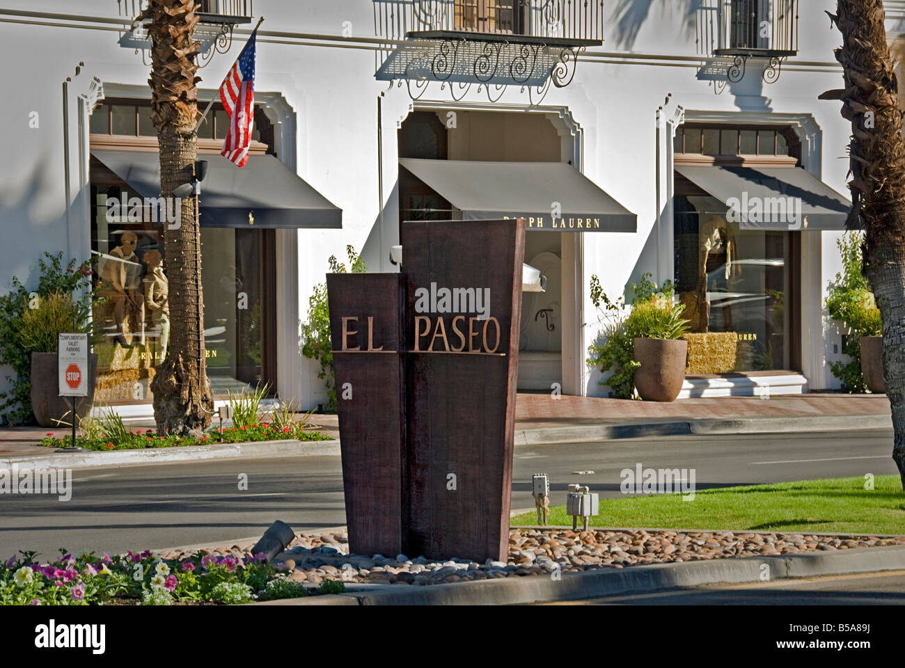Palm Desert CA art  El Paseo Drive collection of playfully representational, figurative, and contemporary Art Ralph - Stock Image