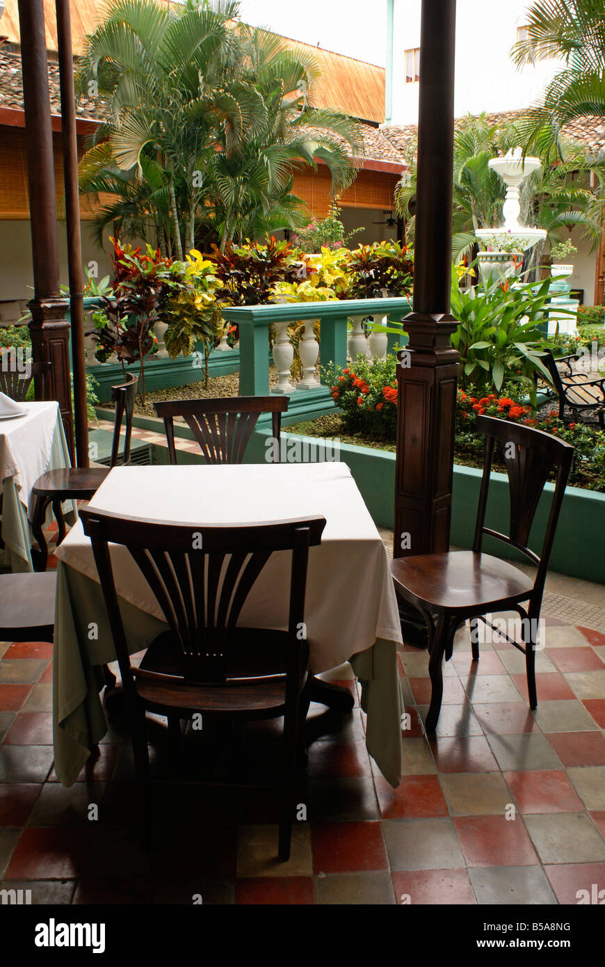 Interior courtyard and restaurant of the Hotel Dario in the Spanish colonial city of Granada, Nicaragua - Stock Image