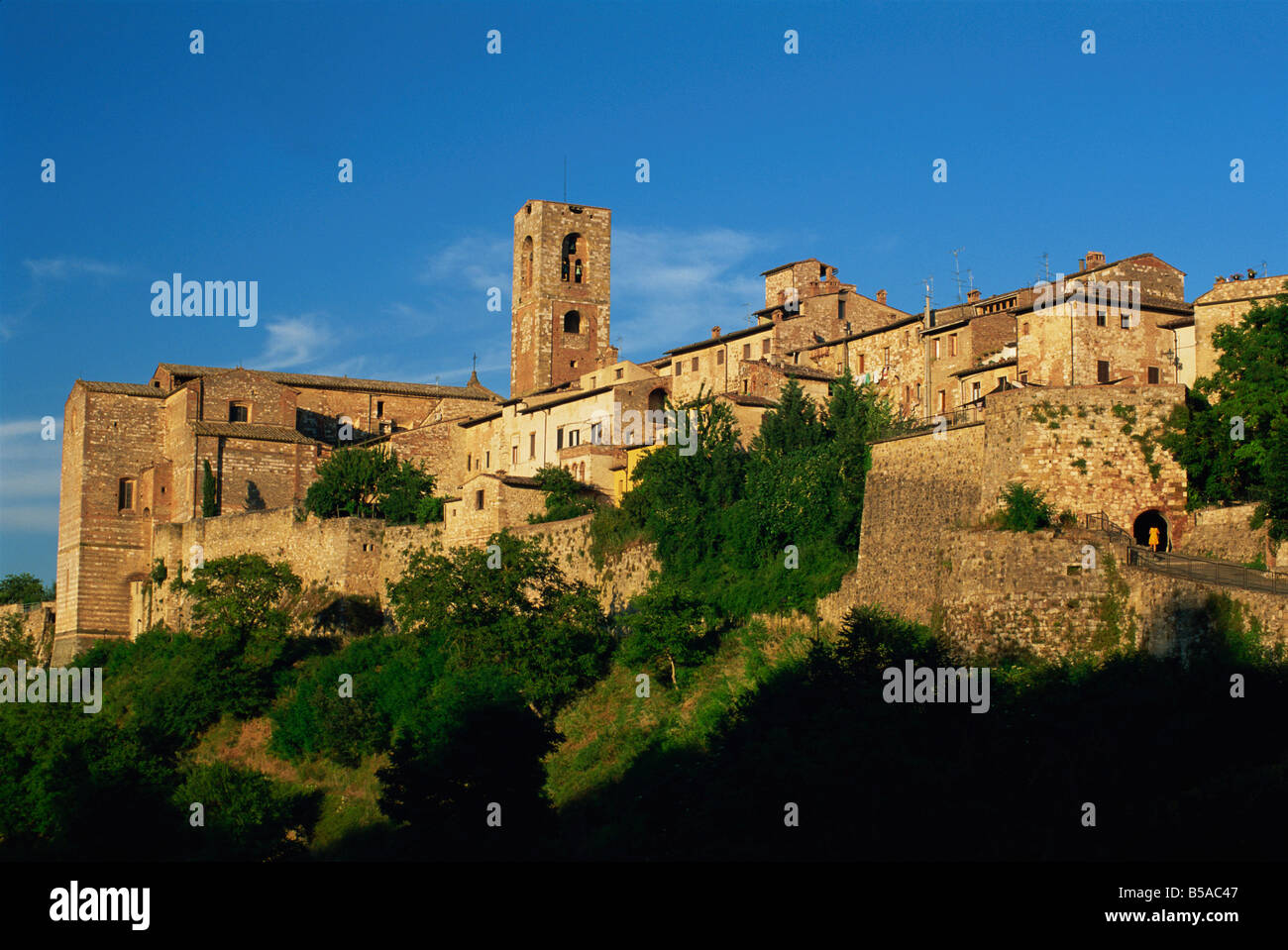 Evening in the old town viewed from below, Colle di Val d'Elsa, Tuscany, Italy, Europe - Stock Image