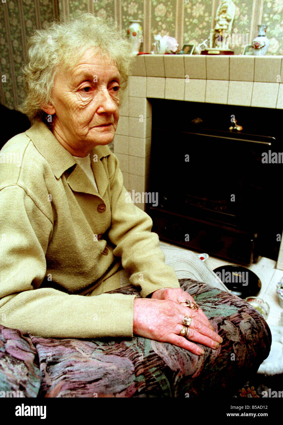 Ulster Pensioner Jessie McKnight Loses Winter Aid Jan 1999 Hundreds of needy Ulster pensioners are being frozen - Stock Image