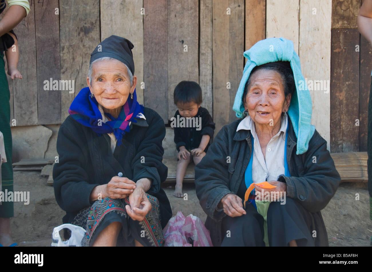 Hmong tribal village women selling handicrafts, Luang Prabang, Laos, Indochina, Southeast Asia - Stock Image