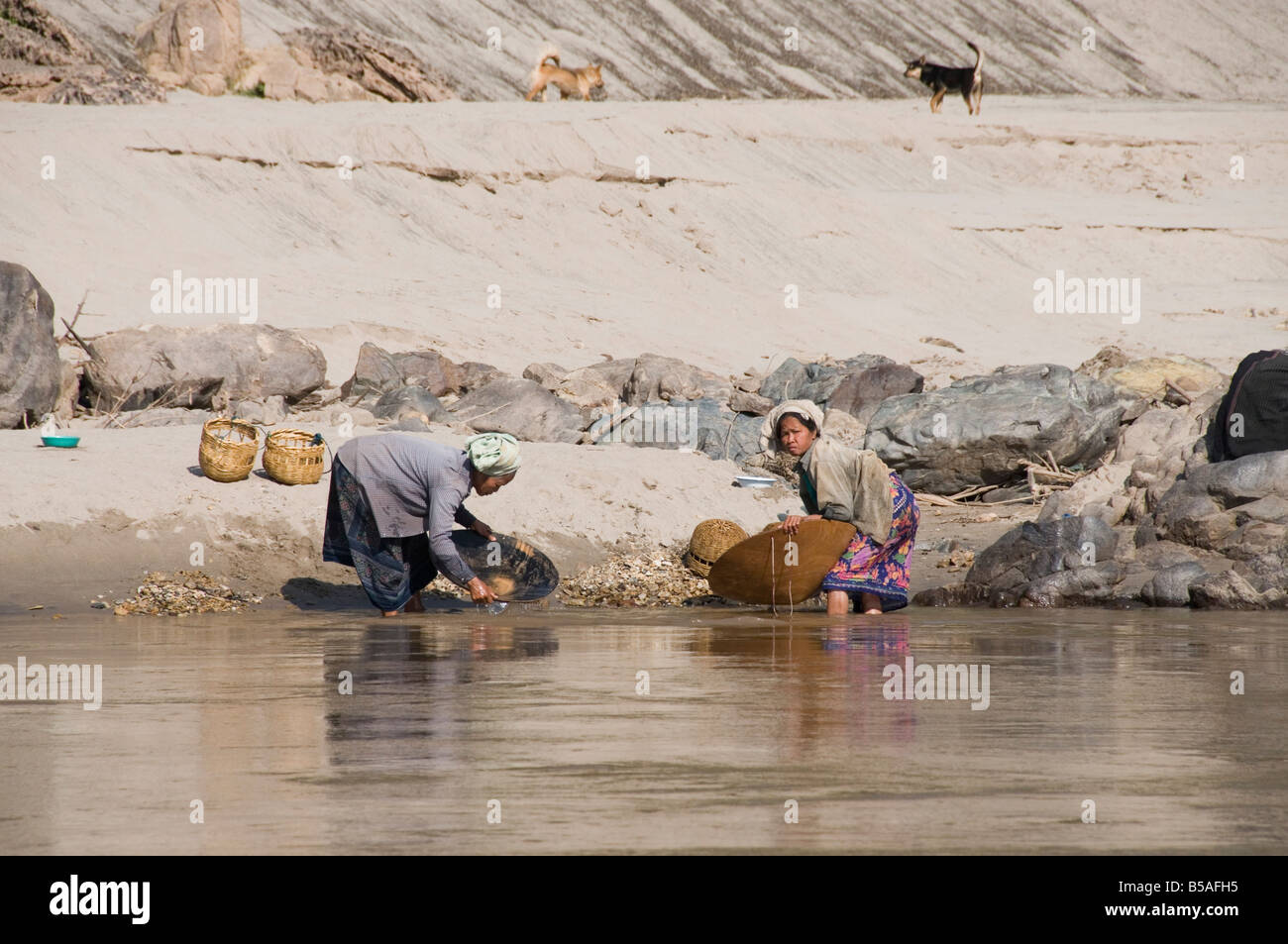 Panning for gold, Mekong River, Laos, Indochina, Southeast Asia - Stock Image