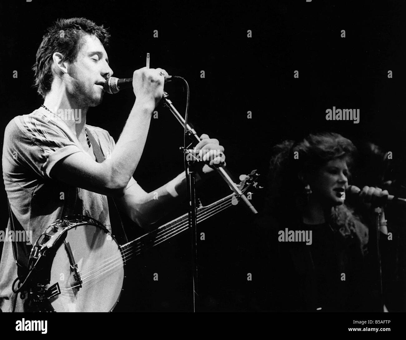 Shane MacGowan Irish pop singer The Pogues on stage 1988 with Kirsty MacColl - Stock Image