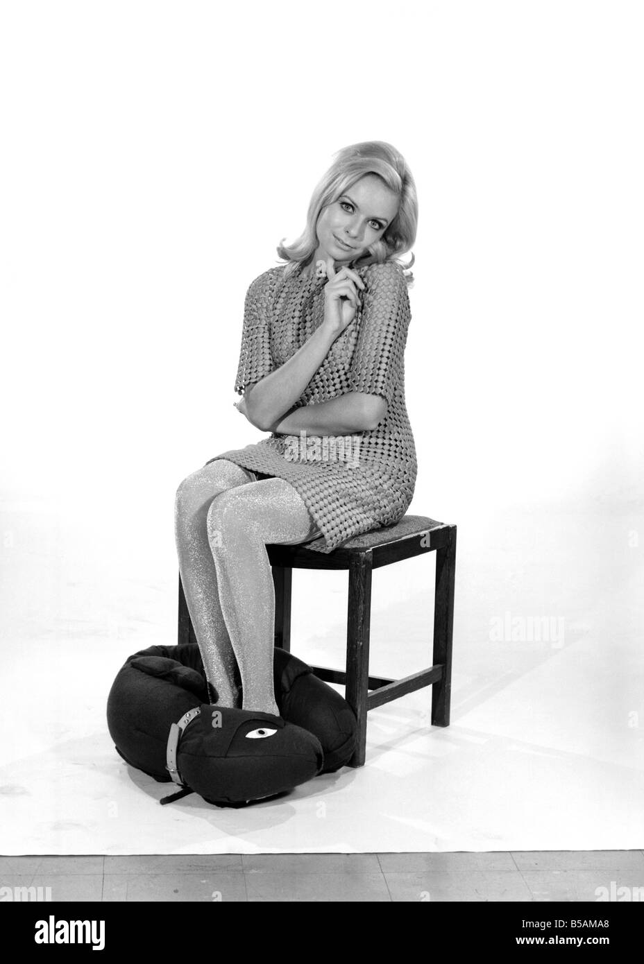 Model Anna Maria Greaves with Roly dog soft toy and draft excluder. 1959 D169-011 - Stock Image