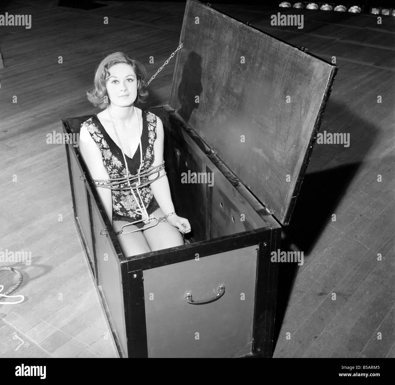 Woman escapologist Jill Fletcher. 1965 A1140 Stock Photo