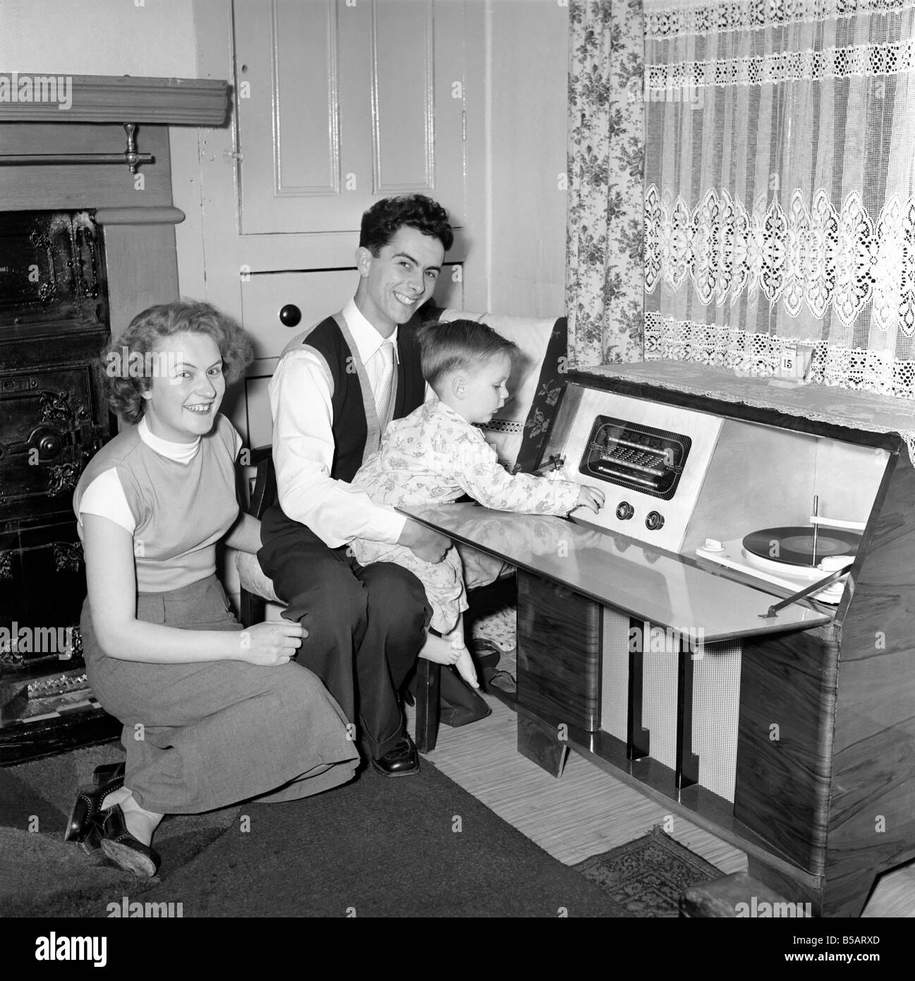 Family life: Mr. and Mrs. Hull with their son. 1954 A160-010 - Stock Image