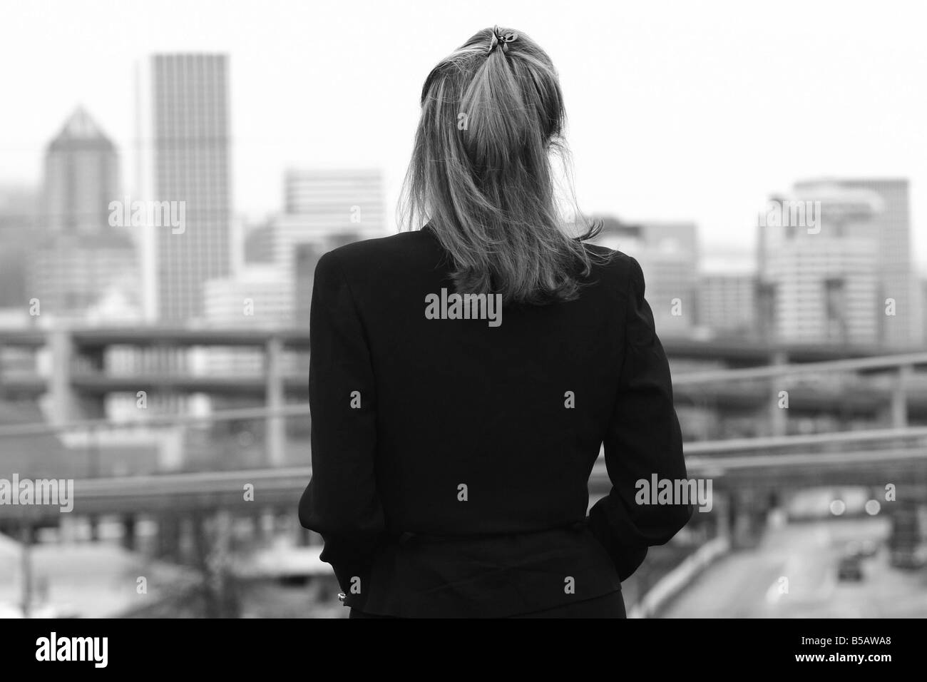 Businesswoman looking at cityscape - Stock Image
