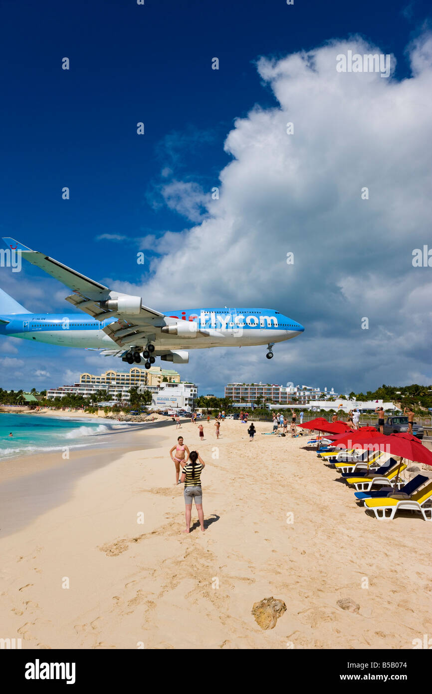Beach at Maho Bay and low flying aircraft, St. Martin, Leeward Islands, West Indies, Caribbean - Stock Image