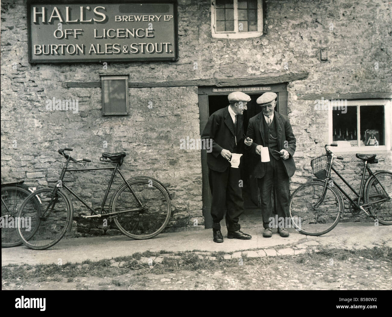 Halls Brewery Off Licence Burton Ales Stout in Bucknell Oxford The village does not have a pub so locals have to - Stock Image