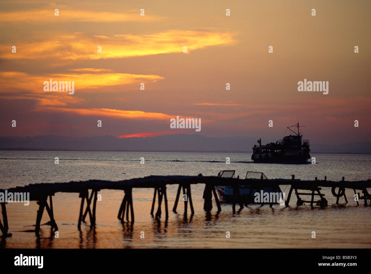 Jetty and ferry at sunset at Moyogalpa in the west of Omotepe Island, Lake Nicaragua, Nicaragua, Central America Stock Photo