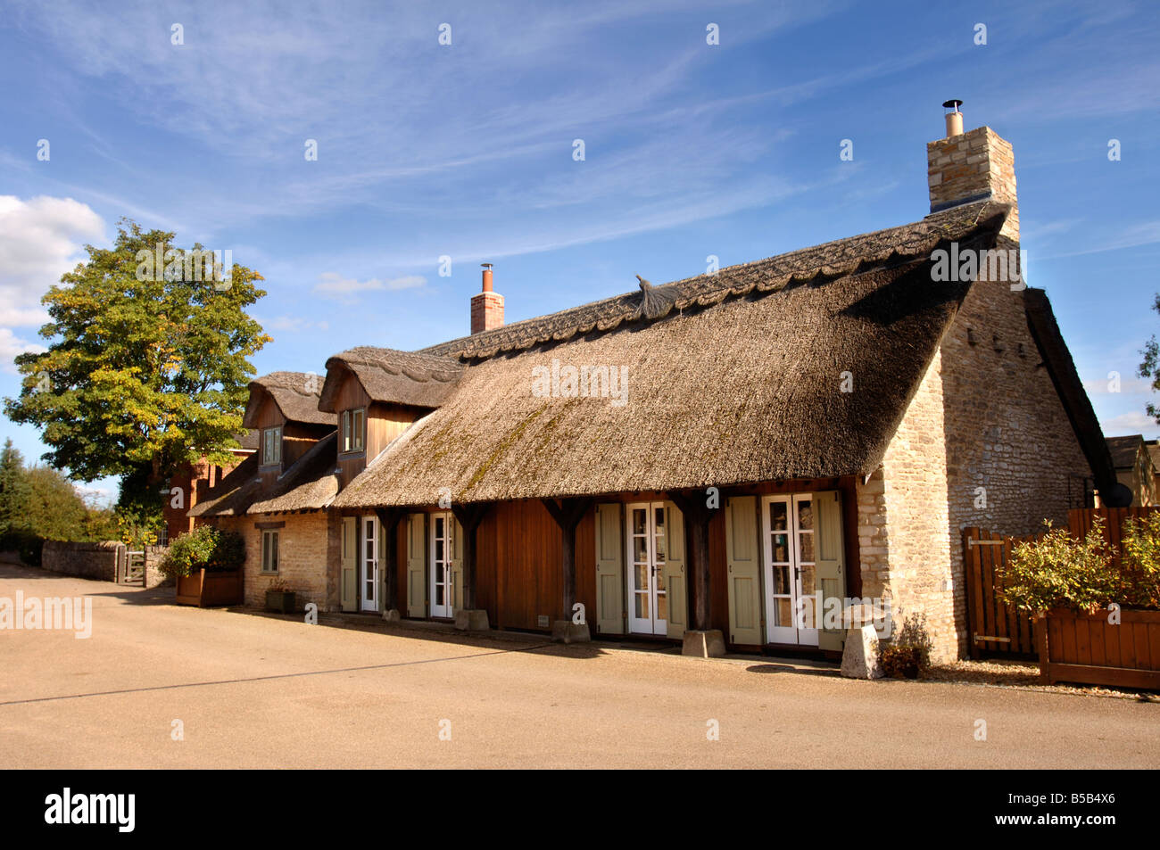 A CONVERTED COTTAGE AT THE LOWER MILL ESTATE NEAR CIRENCESTER GLOUCESTERSHIRE UK - Stock Image