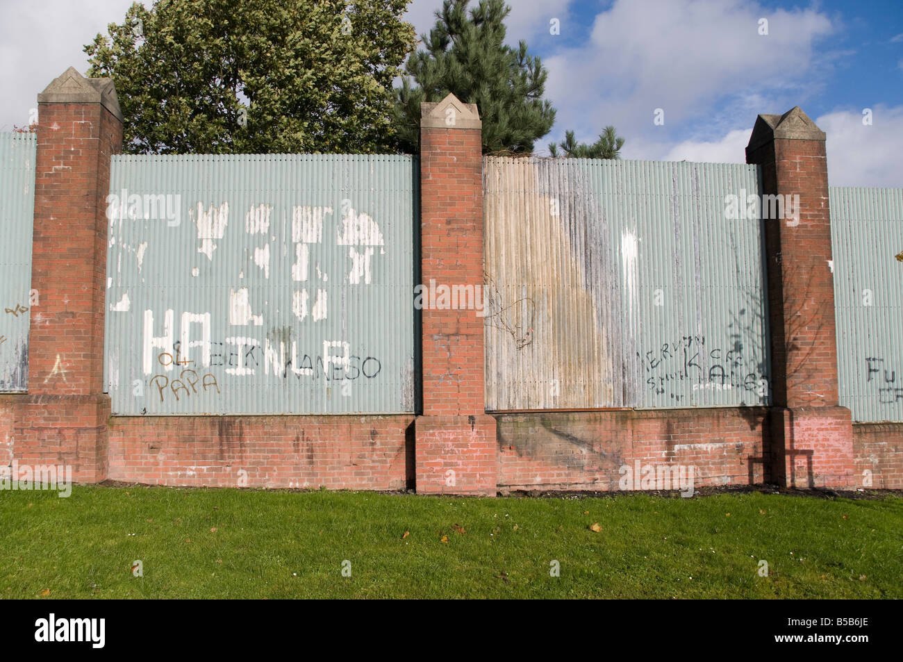 Peace wall/line at Alliance Avenue, Belfast - Stock Image