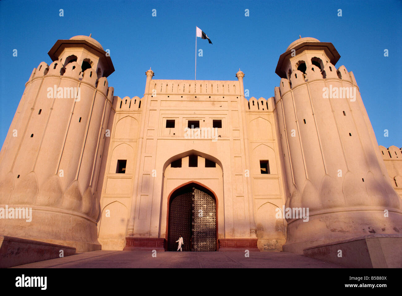 Entrance to the City Fort built by the Moghuls 1524 1764 in Lahore City Punjab Pakistan Asia A Evrard - Stock Image