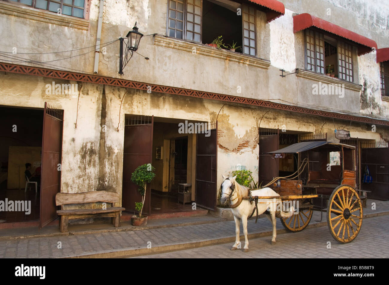 Horse and cart in Spanish Old Town, ancestral homes and colonial era mansions, Vigan, Ilocos Province, Luzon, Philippines - Stock Image
