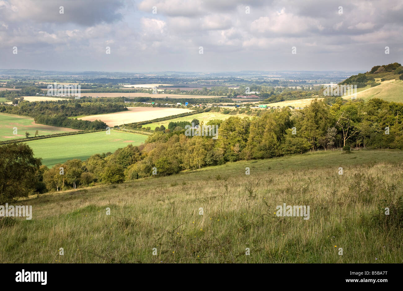 aston rowant oxfordshire chilterns with M40 motorway in distance - Stock Image