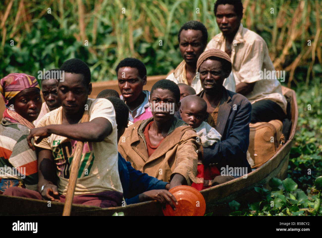 Refugees cross river from Rwanda in July 1994, Kagenyi Camp, Karagwe, Tanzania, East Africa, Africa - Stock Image