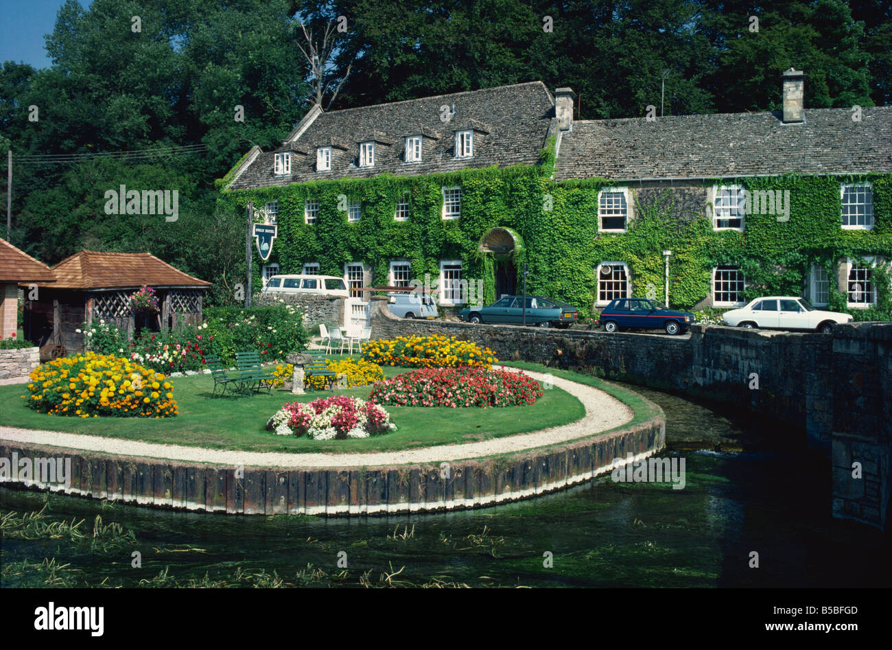 Swan Hotel on a bend in the River Coln, Bibury, Gloucestershire, The Cotswolds, England, Europe - Stock Image