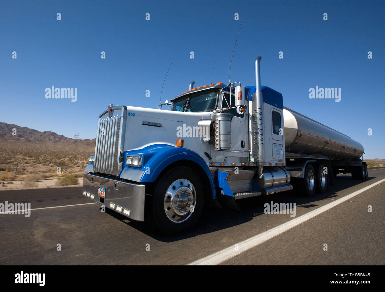 Kenworth 510 truck driving along US Interstate - Stock Image
