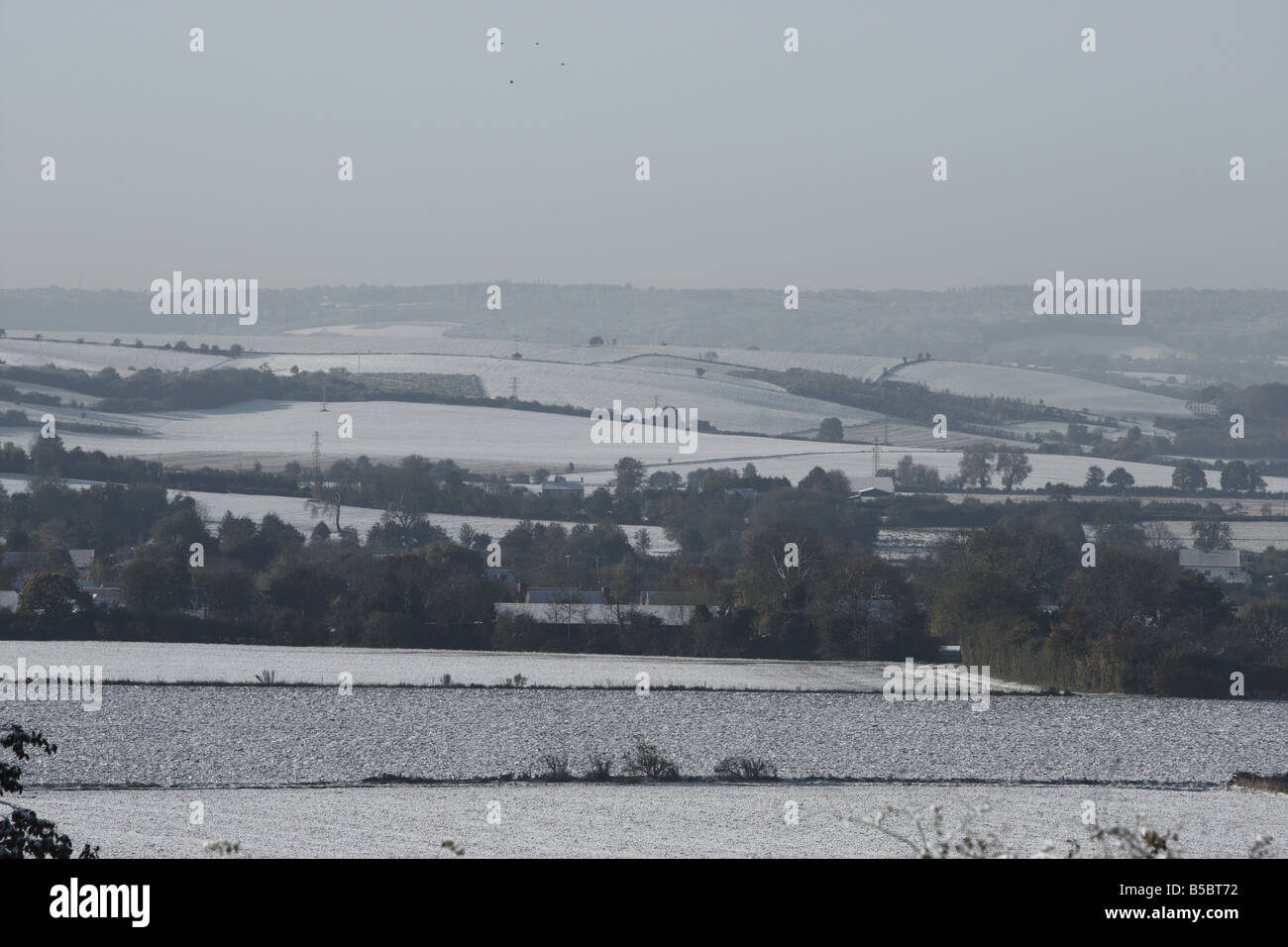 View over the valley to the snow covered chiltern hills - Stock Image