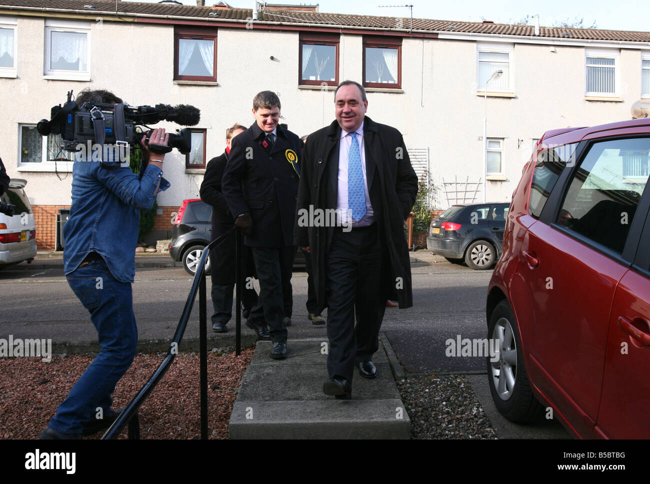 SNP candidate in the Glenrothes by election Peter Grant campaigns in Methil with Alex Salmond First Minister - Stock Image