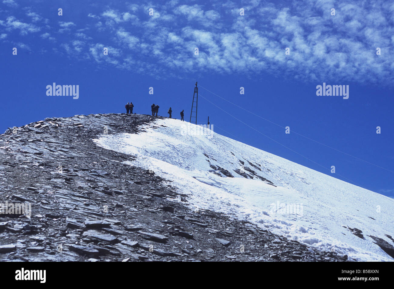 Hikers approaching summit of Mt Chacaltaya, Cordillera Real, Bolivia - Stock Image