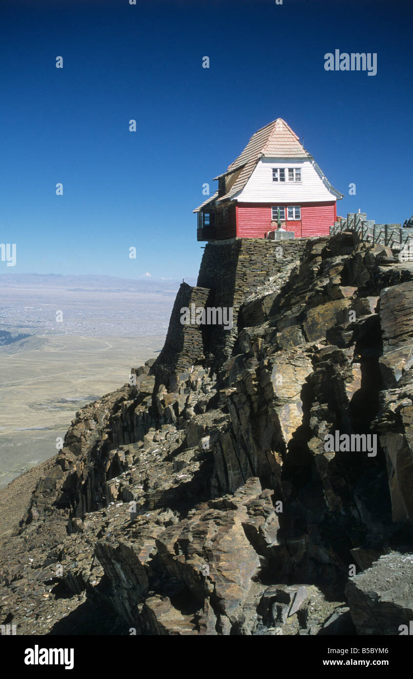 The old ski hut on Mt. Chacaltaya, Cordillera Real, Bolivia - Stock Image