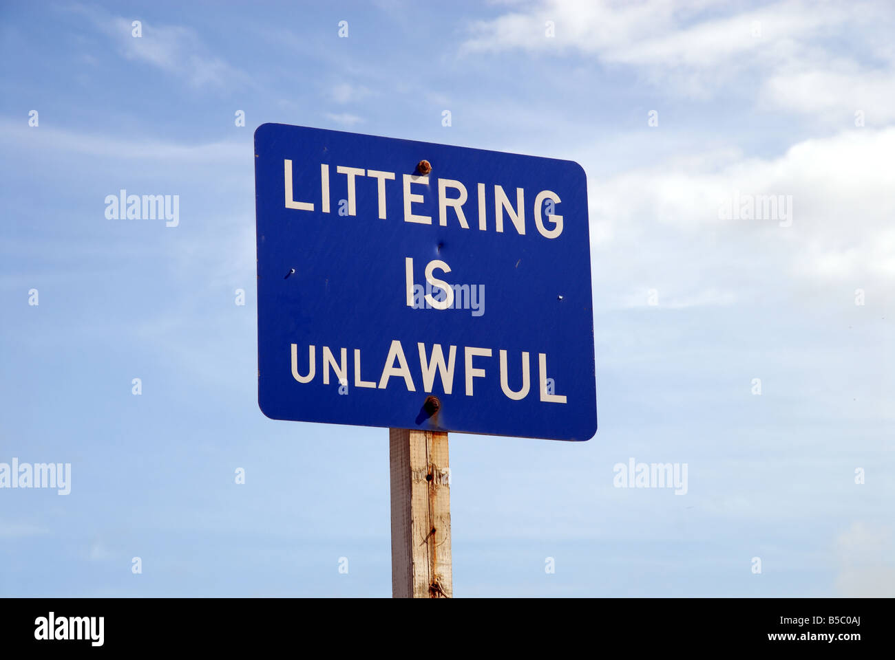 Littering is Unlawful sign in the United States - Stock Image