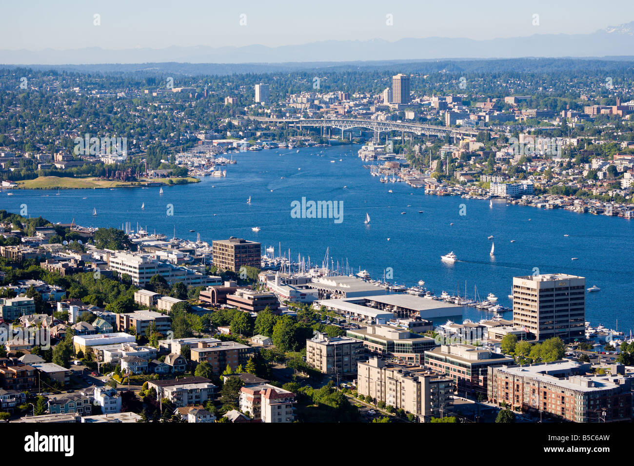 Boats sail on Lake Union in Seattle Washington - Stock Image