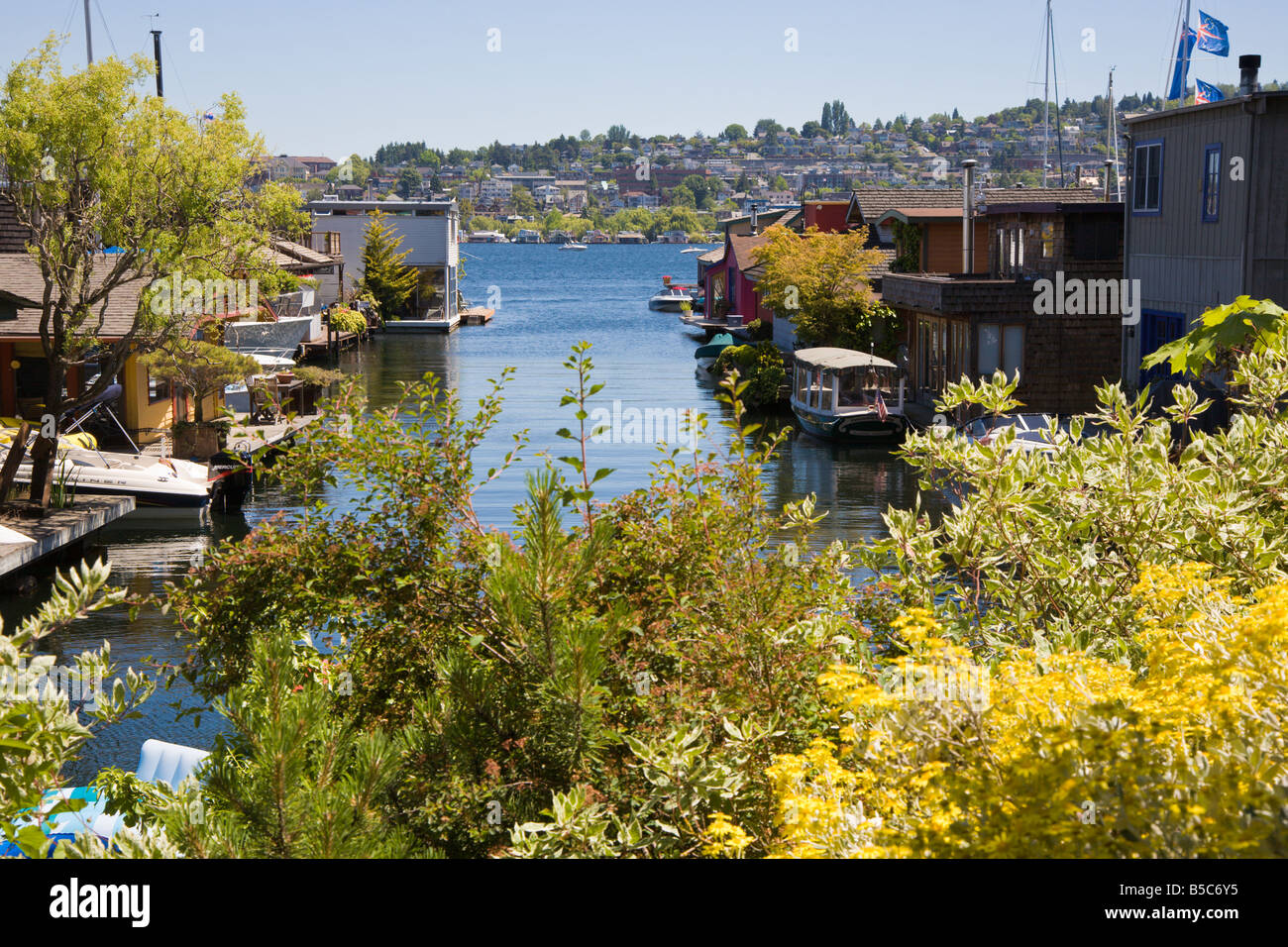 Floating homes on west shore of Lake Union in Seattle, Washington - Stock Image