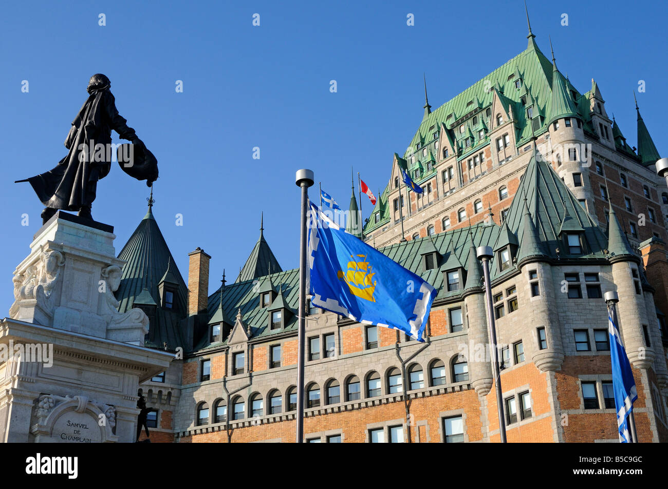 Champlain mounument vis-a-vis the Hotel Fairmont Le Château Frontenac Quebec City Canada - Stock Image
