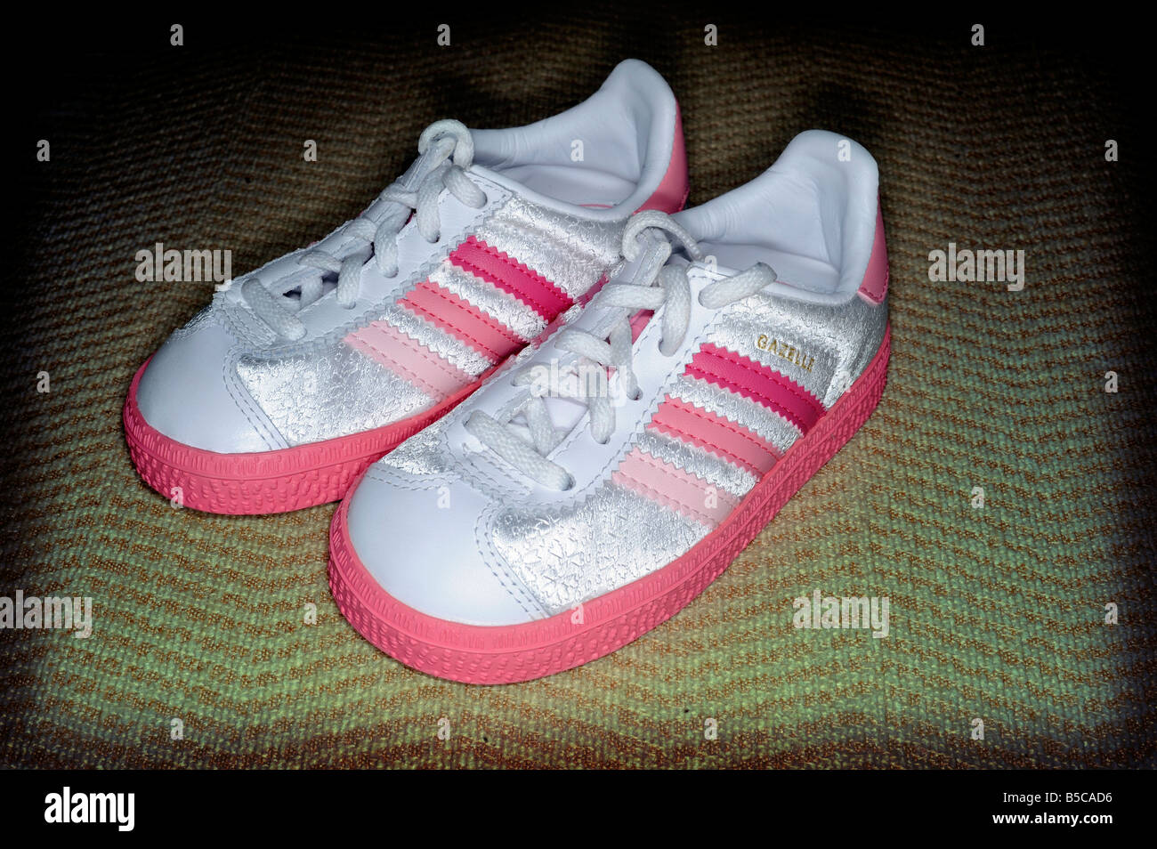 toddlers baby adidas gazelle female pink trainers shoes training sneakers  sportswear cute girls faad9afa85e7
