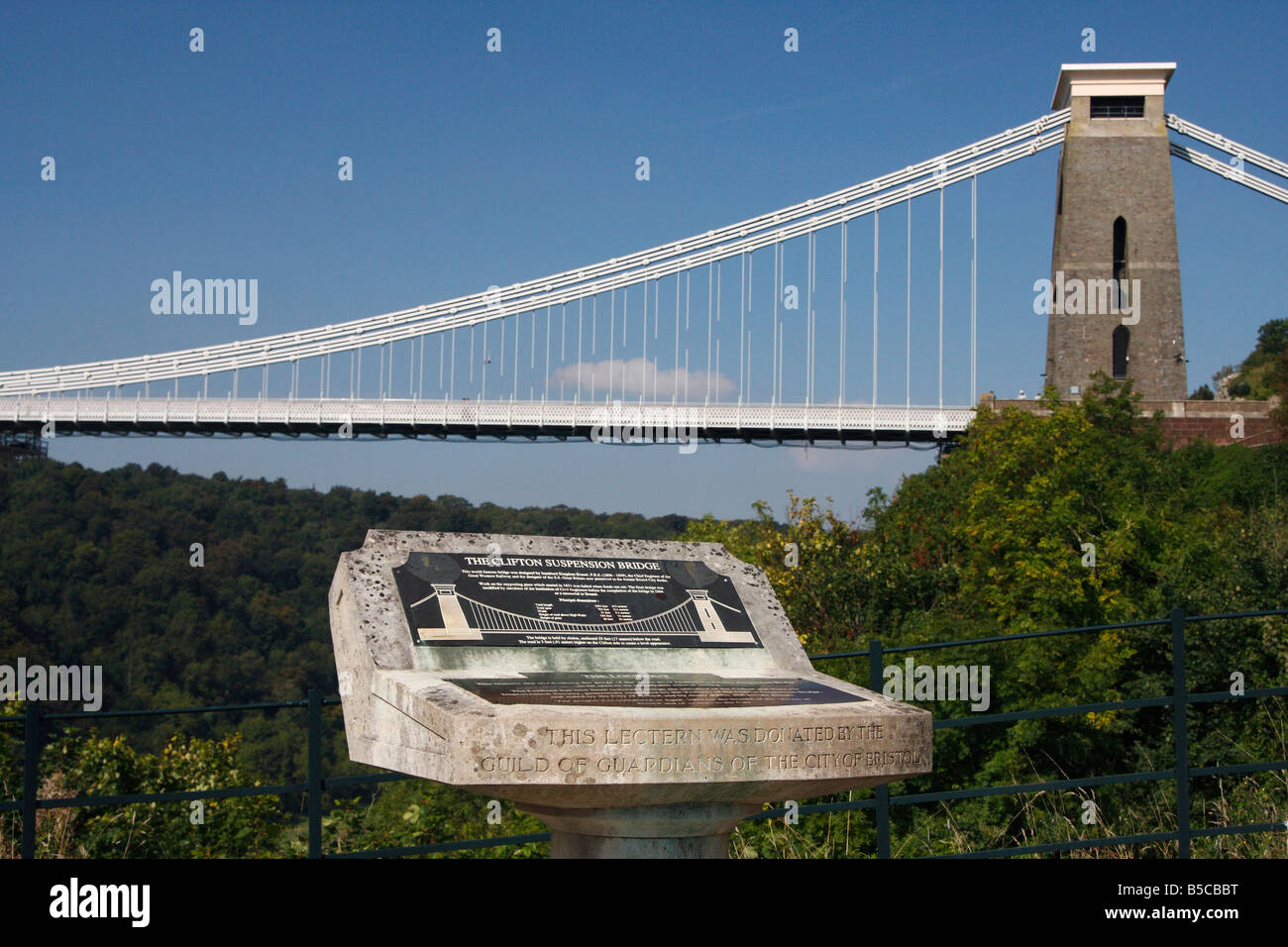 'The Lookout' lectern plaque and [Clifton Suspension Bridge] over the [Avon Gorge] against blue sky,  Bristol, - Stock Image