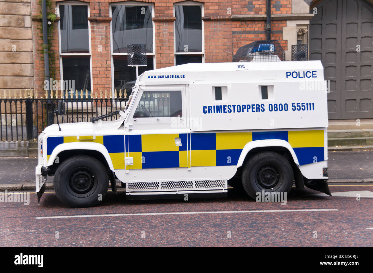 Police Service of Northern Ireland (PSNI) Landrover with white livery and Crimestoppers number. - Stock Image