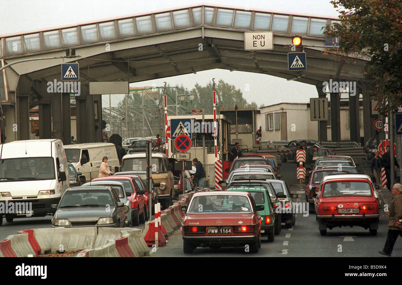 https://c8.alamy.com/comp/B5D9K4/polish-german-border-crossing-in-frankfurt-on-the-oder-germany-B5D9K4.jpg