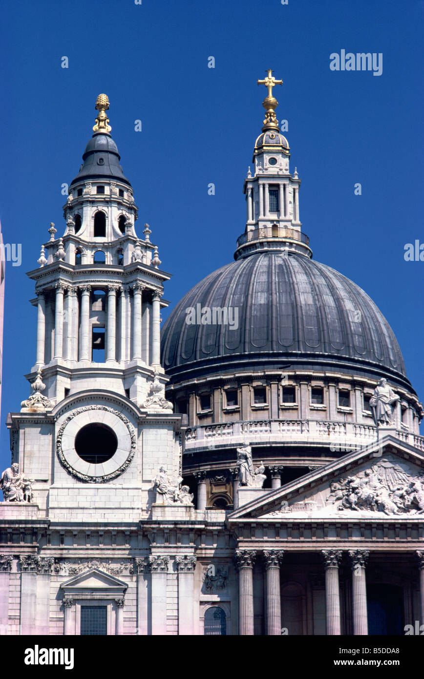 Detail of St Paul s Cathedral London England UK W Rawlings - Stock Image