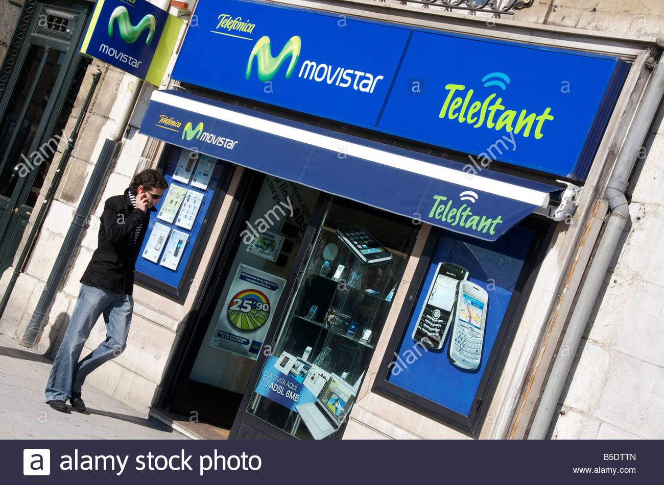 A branch of spanish mobile phone company Telefonica Movistar. - Stock Image