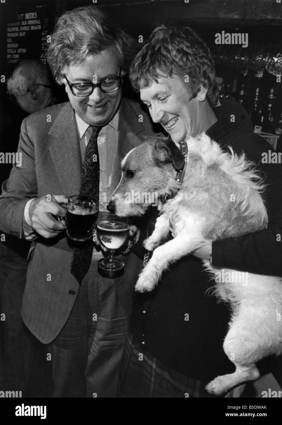 Sir Geoffrey Howe: Chancellor Sir Geoffrey Howe, his wife Lady Elspeth, and their pet dog Budget, surprised regulars - Stock Image