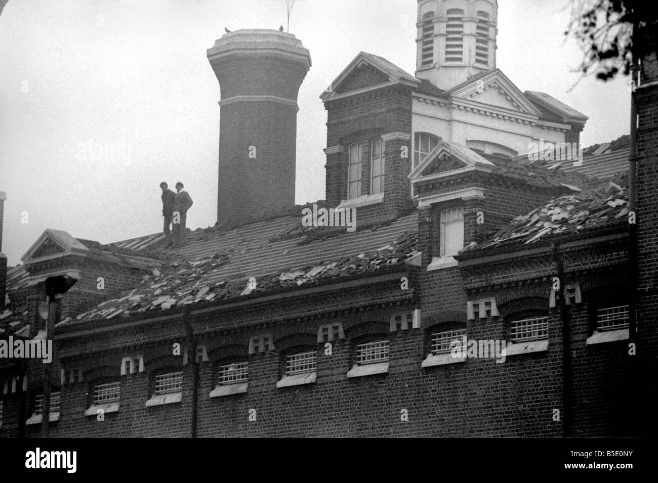 Three defiant IRA prisoners were huddled on the roof of Wormwood Scrubs prison late last night. The Prisoners on - Stock Image