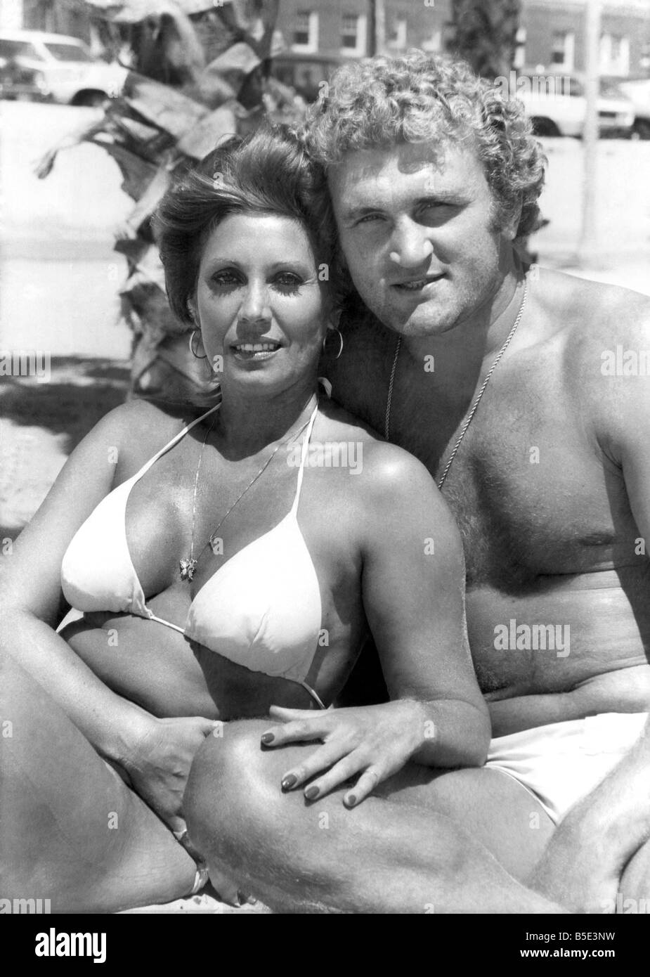 Boxer Joe Bugner and wife. October 1977 P003105 - Stock Image