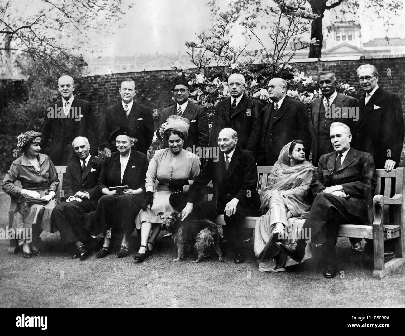Commonwealth Conference: Left to right back row: - Sir Richard Stafford Cripps, Mr. Lester Pearson (Canada); Liaquat - Stock Image