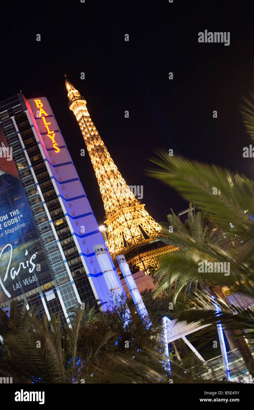 Mini Las Vegas >> The Strip Las Vegas Boulevard With The Mini Eiffel Tower