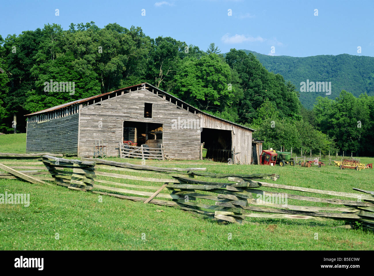 Old wooden barn on farmstead in the old pioneer community at Cades Cove, Great Smoky Mountains National Park, Tennessee, - Stock Image