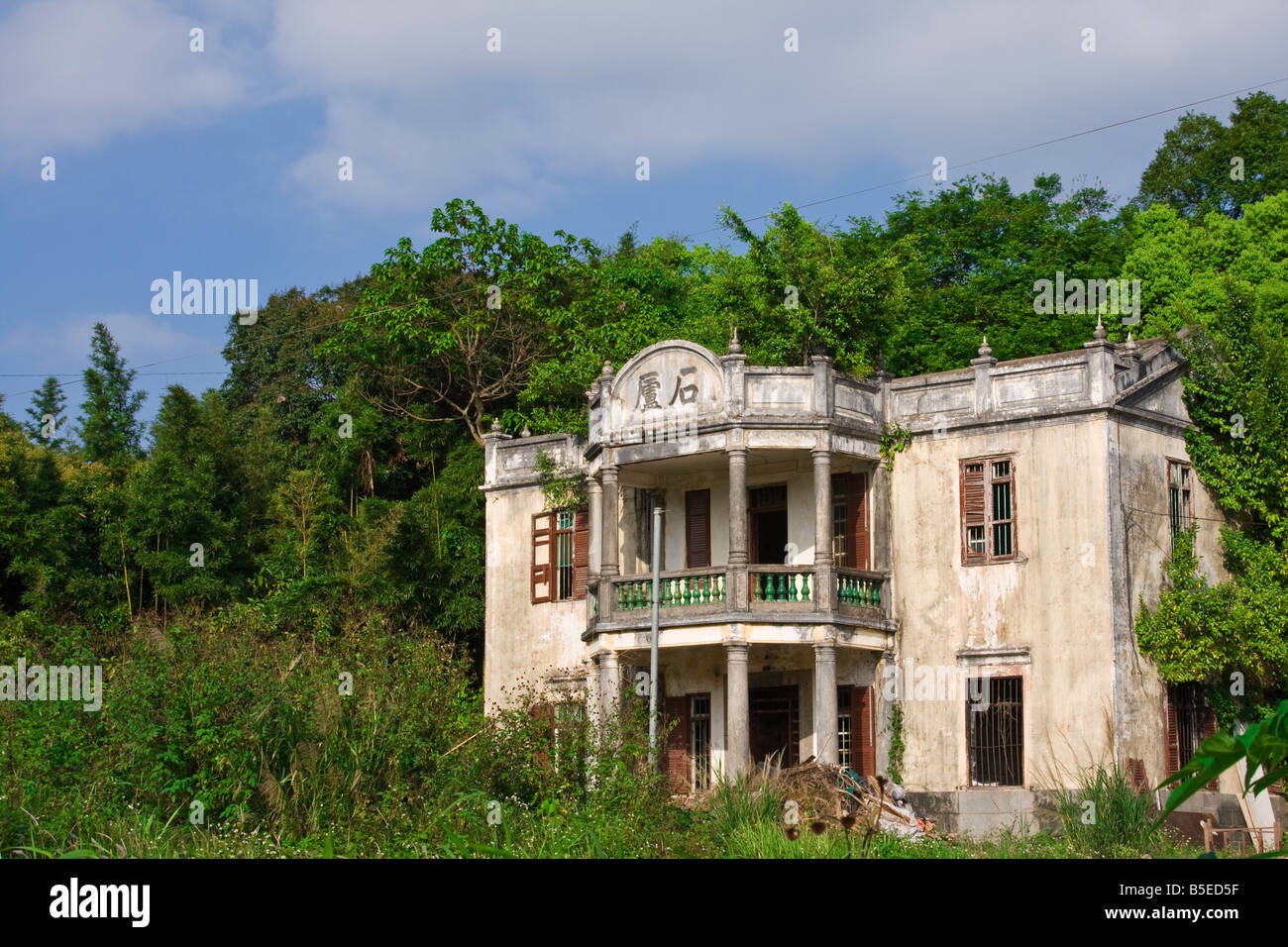 abandoned old mansion house in hong kong stock photo 20601323 alamy rh alamy com old mansion house dundee old mansion house dundee