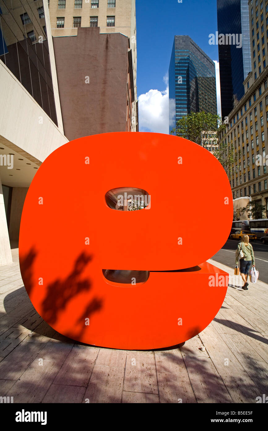 Ivan Chermayeff's Red 9 sculpture, Nine West 57th Street, Midtown Manhattan, New York City, New York, USA, North - Stock Image