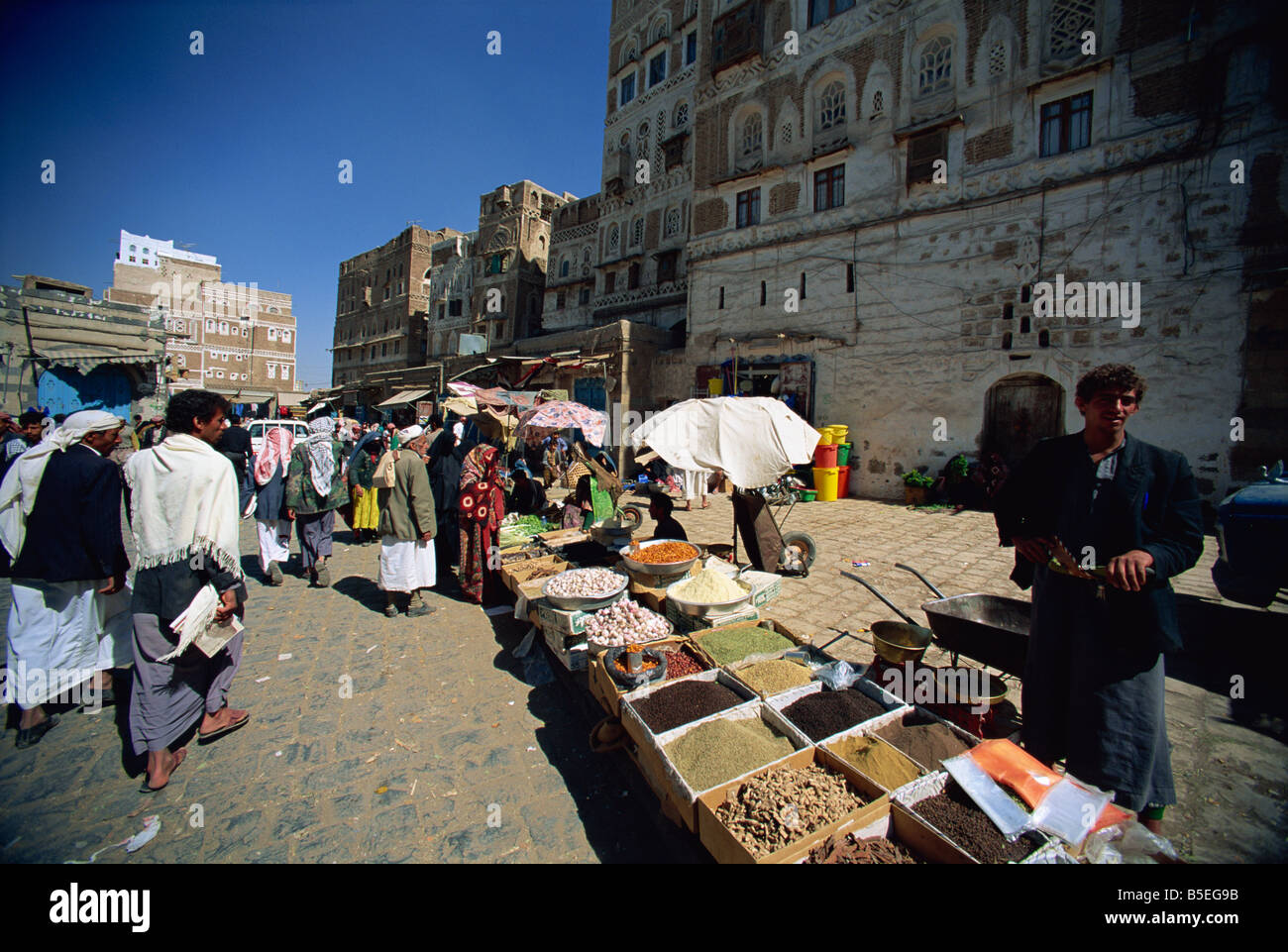 Spice stall in souk within old city walls, Sana'a, Yemen, Middle East Stock Photo
