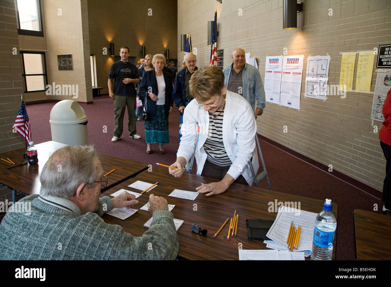 Voter signs in before casting ballot in 2008 Presidential election - Stock Image