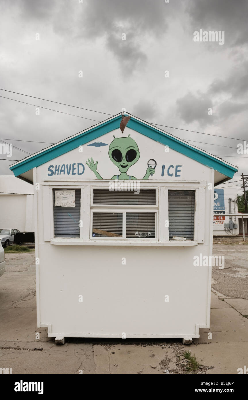 'Alien sno' shaved ice stall. - Stock Image