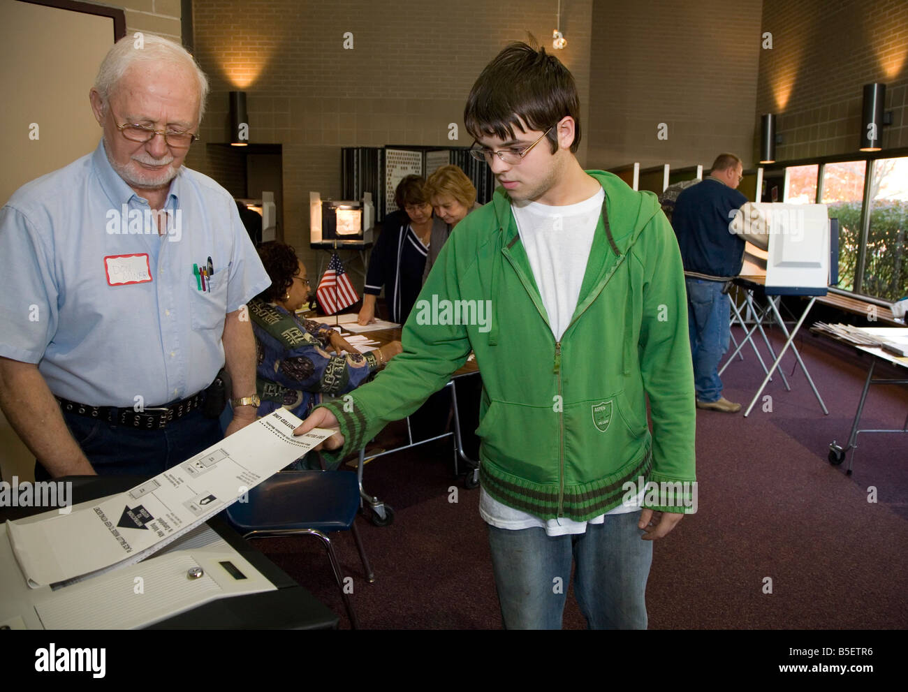 First-time voter casts ballot in 2008 Presidential election - Stock Image